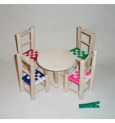 Mesita y sillitas de juguete